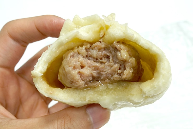 台北・南京復興「阿興包子」の鮮肉包(豚まん)