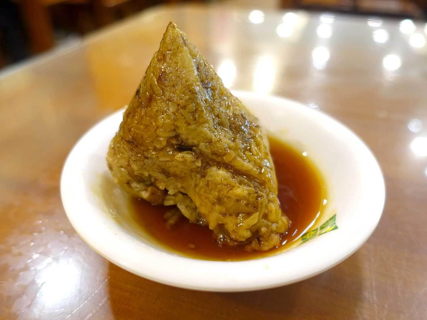 台北・南京復興駅周辺のおすすめグルメ店「王記府城肉粽」の肉粽