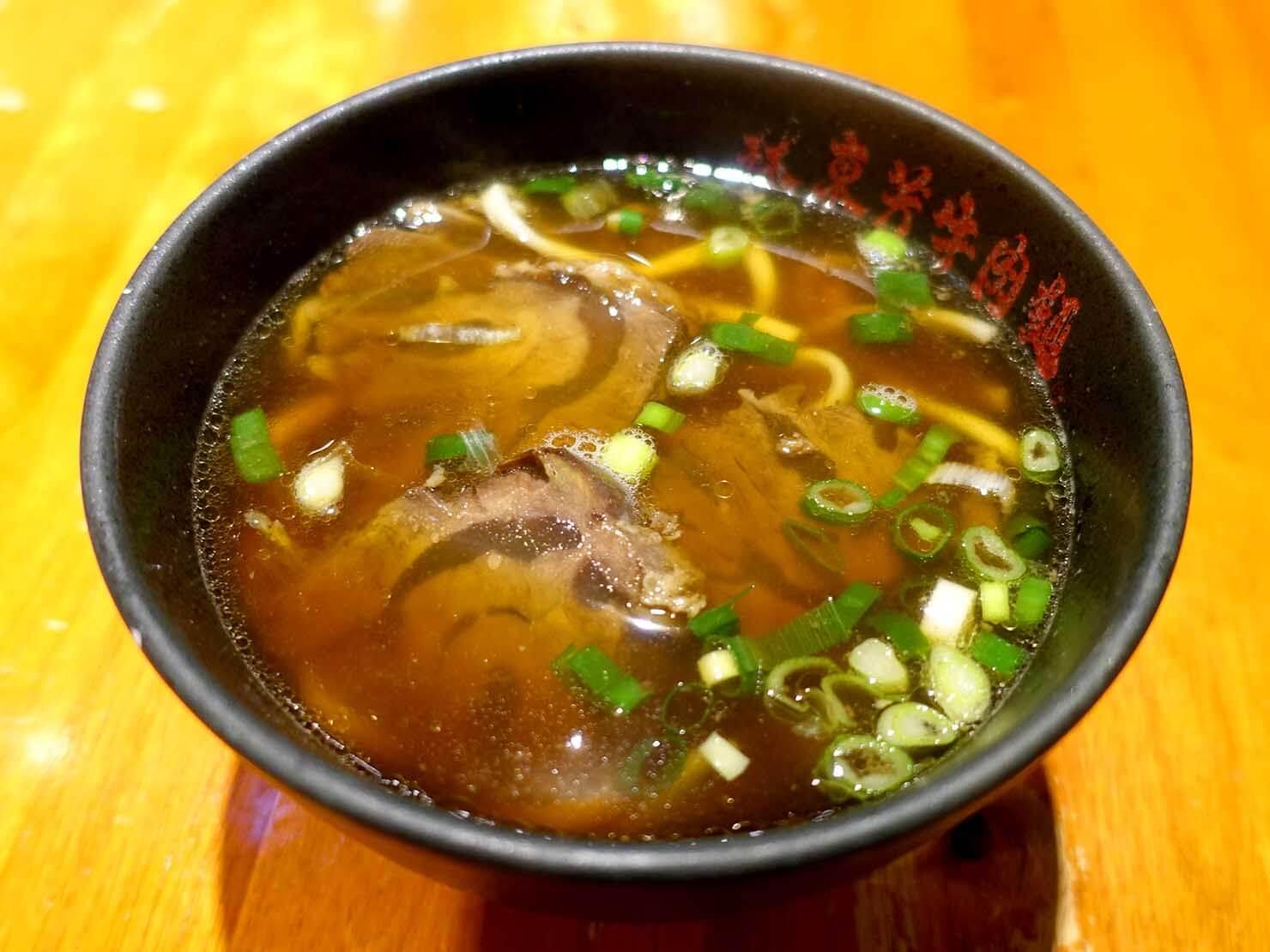 台北・南京復興駅周辺のおすすめグルメ店「林東芳牛肉麵」の牛肉麵