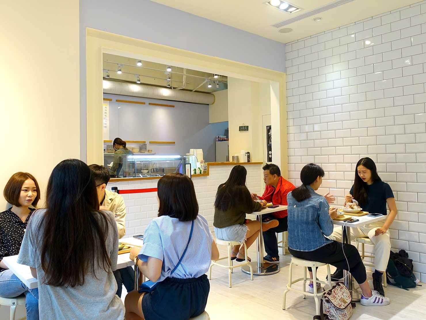 台北・南京復興駅周辺のおすすめグルメ店「春美冰菓室」の店内