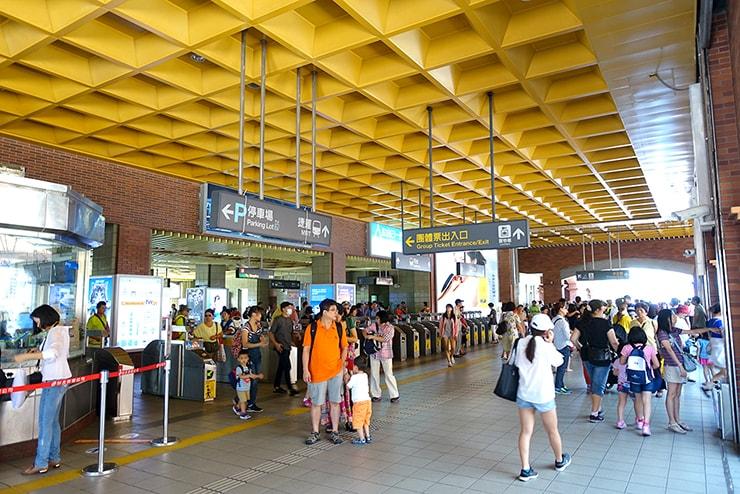 台北MRT(地下鉄)淡水駅の改札口