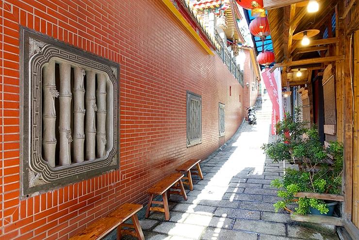 台北・淡水老街から伸びる石造りの坂
