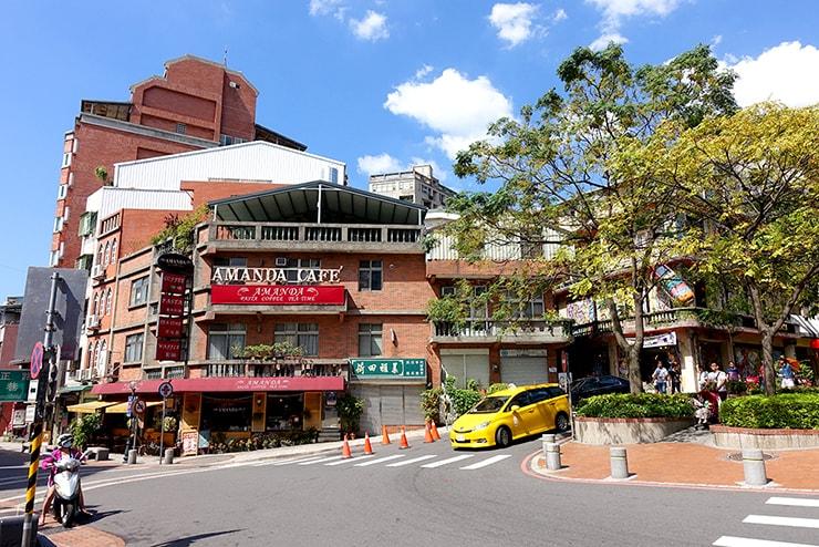 台北・淡水老街の終点にある交差点