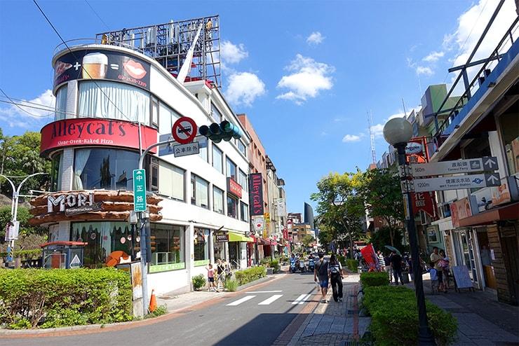台北・淡水のレストランとカフェが集まる通り