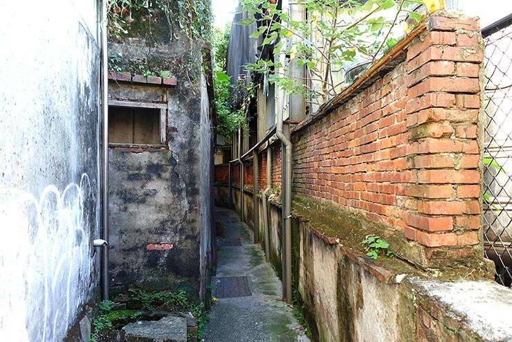 台北・淡水「淡水紅樓」へとつながる路地裏の小道
