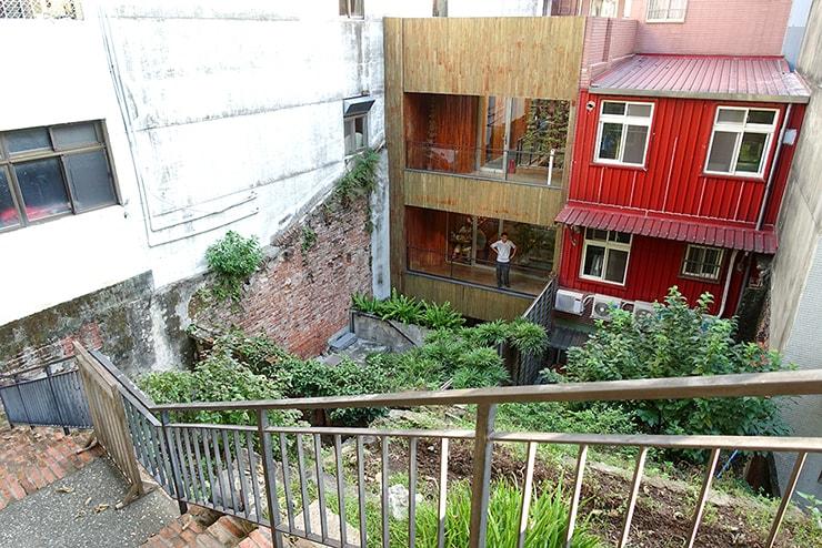 台北・淡水の路地裏から見える表通りの裏側