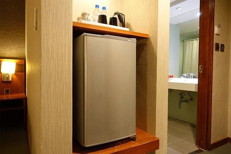 新竹の豪華ビジネスホテル「新竹福泰商務飯店 Forte Hotel Hsinchu」ダブルルームの冷蔵庫