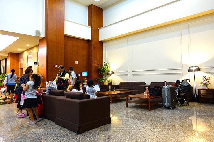新竹の豪華ビジネスホテル「新竹福泰商務飯店 Forte Hotel Hsinchu」ロビーの待合いスペース