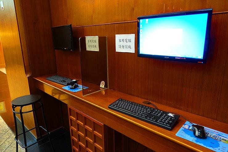新竹の豪華ビジネスホテル「新竹福泰商務飯店 Forte Hotel Hsinchu」の共用パソコン