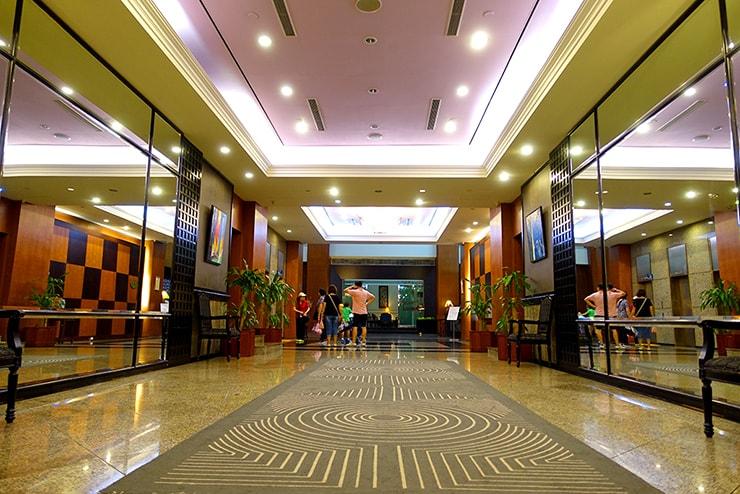 新竹の豪華ビジネスホテル「新竹福泰商務飯店 Forte Hotel Hsinchu」のエントランス