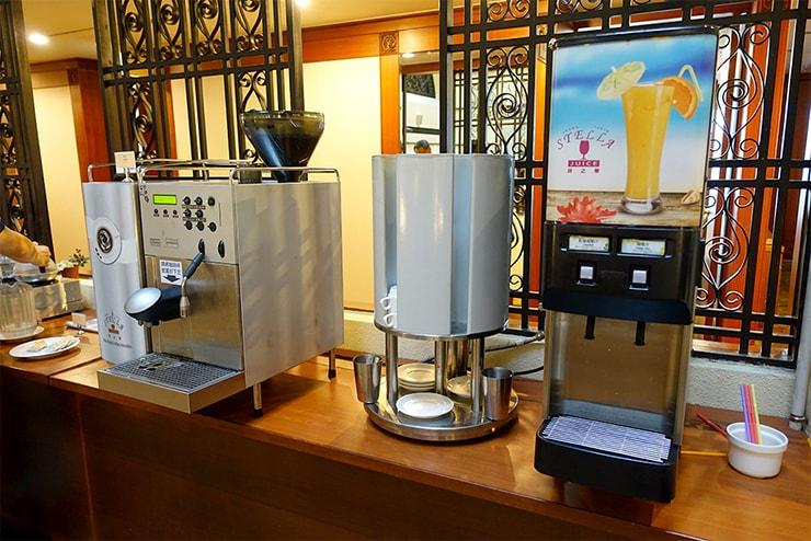 新竹の豪華ビジネスホテル「新竹福泰商務飯店 Forte Hotel Hsinchu」の朝食バイキング(ドリンク)