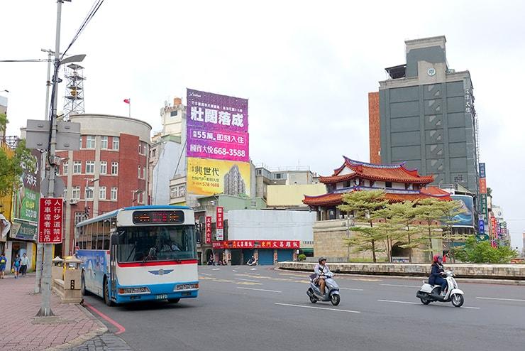 新竹駅前の圓環(ロータリー)