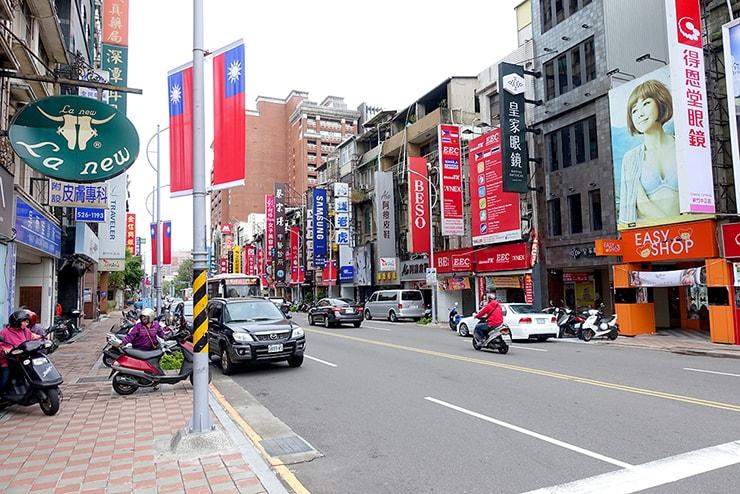 台湾国旗の飾られた新竹・中正路