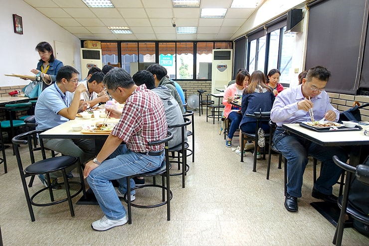 台北・大安「百品烤肉」の店内