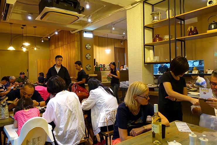 台北・大安「餃子樂」の店内