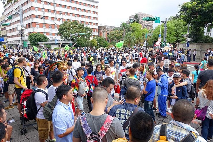 台灣同志遊行(台湾LGBTプライド)2016の会場へと向かう参加者たち