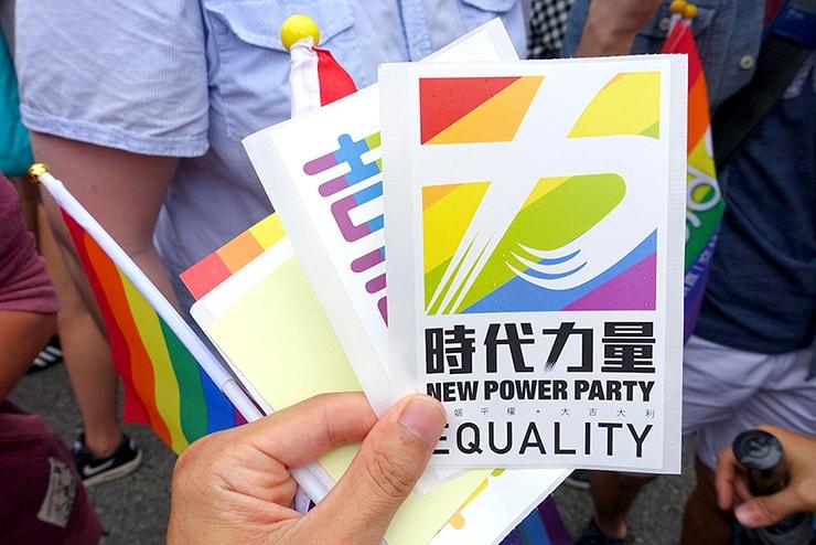 台灣同志遊行(台湾LGBTプライド)2016に参加する政党「時代力量」のステッカー