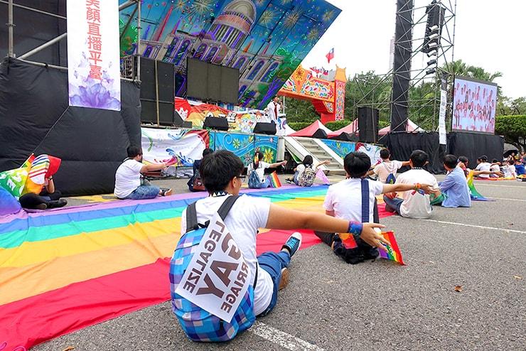 台灣同志遊行(台湾LGBTプライド)2016パレード出発前のステージ前