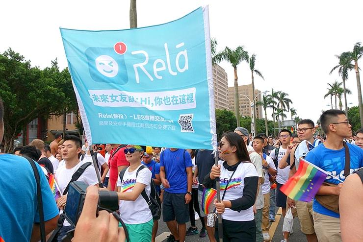 台灣同志遊行(台湾LGBTプライド)2016のパレードに参加するレズビアン向けappのグループ