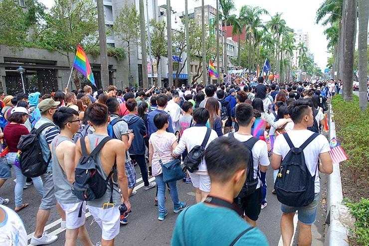 台灣同志遊行(台湾LGBTプライド)2016で仁愛路に差し掛かるパレード隊列