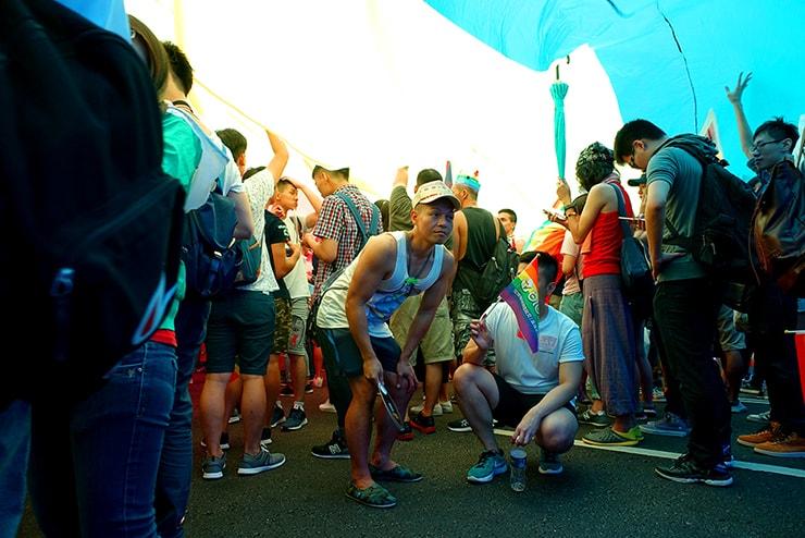 台灣同志遊行(台湾LGBTプライド)2016の巨大レインボーフラッグの中