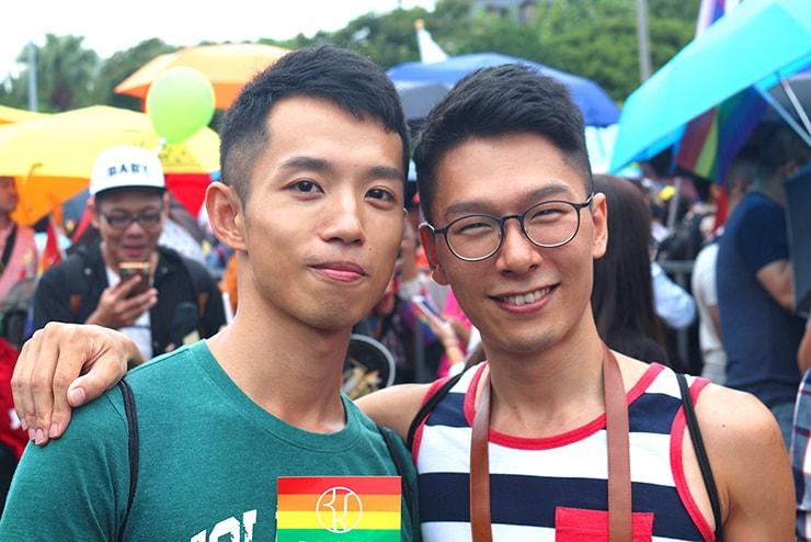 台灣同志遊行(台湾LGBTプライド)2016に参加する『にじいろ台湾』作者:Maeとボーイフレンド