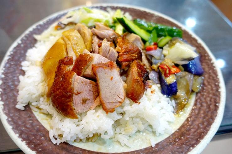 台北・遼寧街夜市「隆騰粵菜燒臘」の三寶飯