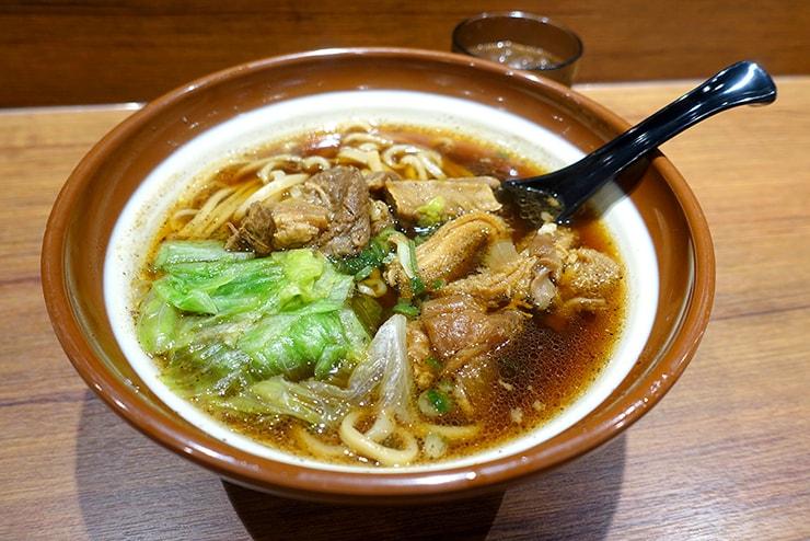台湾の牛肉麵チェーン店「三商巧福」の牛三寶牛肉麵