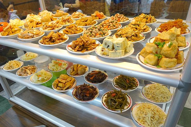 台北のワンタン麺チェーン店「老虎醬溫州大餛飩」の小菜(小皿メニュー)