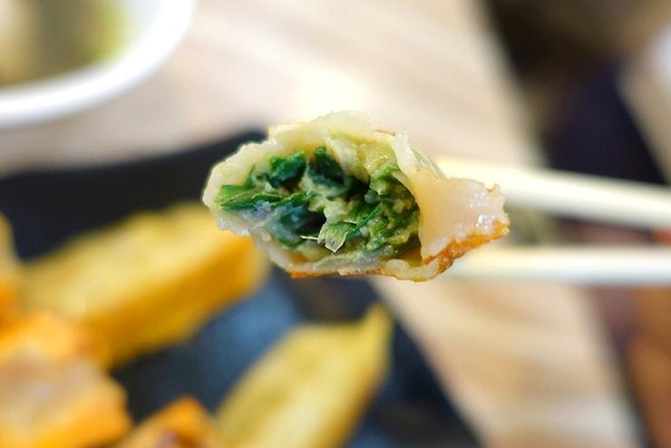 台湾の餃子チェーン店「八方雲集」の韭菜鍋貼