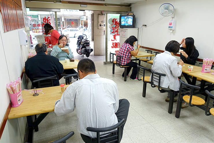 台湾のお弁当チェーン店「池上木片便當」の店内