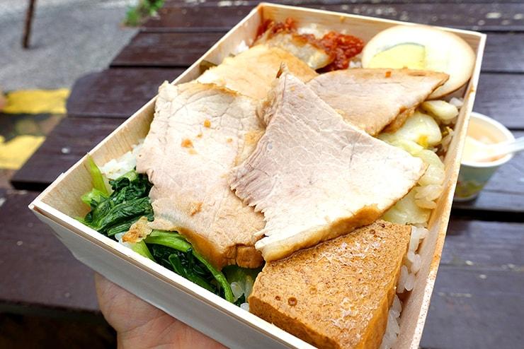 台湾のお弁当チェーン店「池上木片便當」の招牌飯
