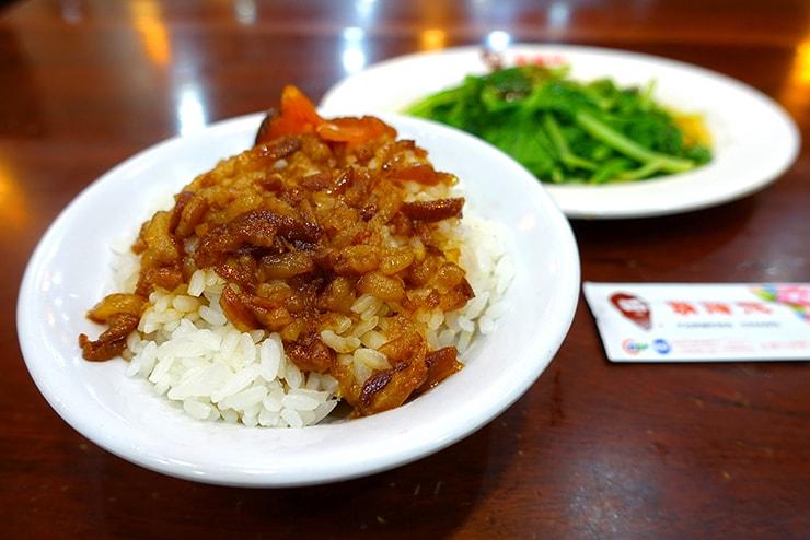 台北の魯肉飯チェーン店「鬍鬚張」の魯肉飯(ルーロウファン)