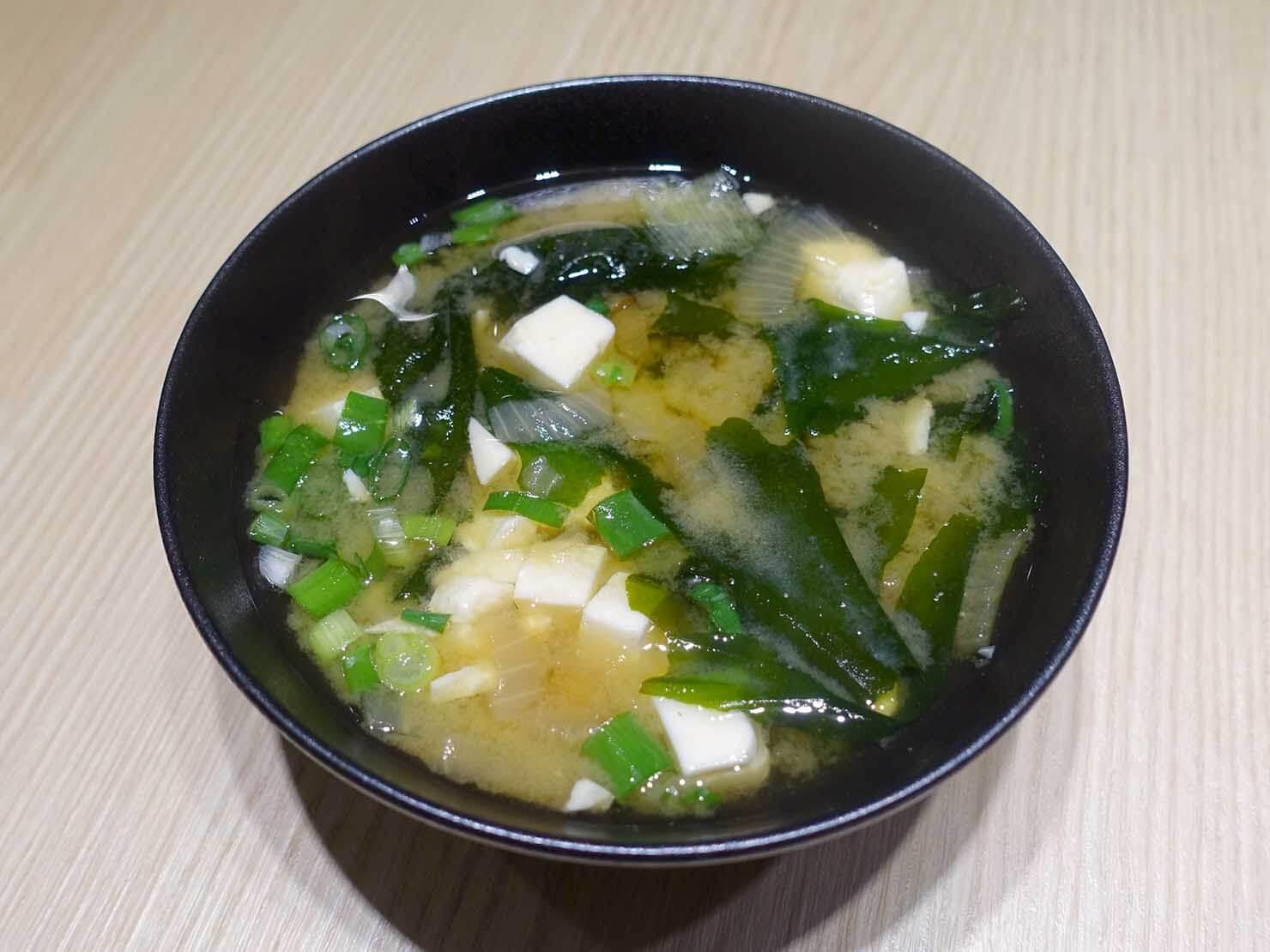 台湾のグルメチェーン店「梁社漢排骨」の味增湯