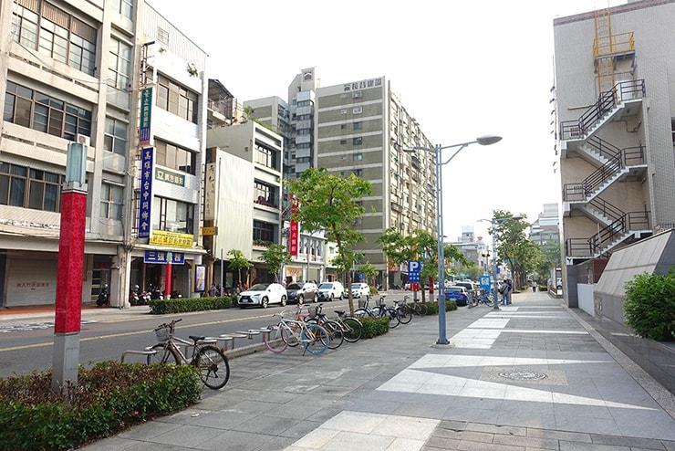 高雄MRT(地下鉄)鹽埕埔駅前「大勇路」