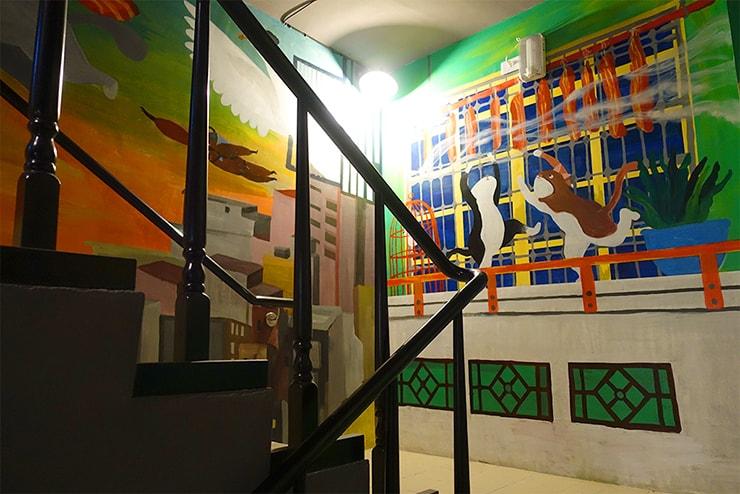 高雄・鹽埕埔の海が見えるロケーション最高のLGBTフレンドリーホテル「塩旅社 Hotel Yam」の階段