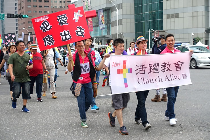 高雄同志大遊行(高雄レインボープライド)2016のパレードに参加するキリスト教団体