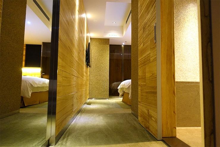 台中駅近くのおしゃれホテル「薆悅酒店 *inhouse hotel(台中館)」精品客房(ダブルルーム)のミニ廊下