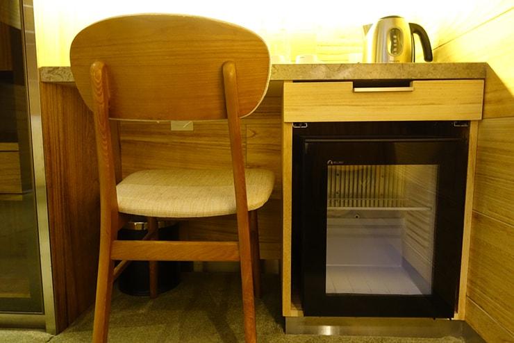 台中駅近くのおしゃれホテル「薆悅酒店 *inhouse hotel(台中館)」精品客房(ダブルルーム)の冷蔵庫