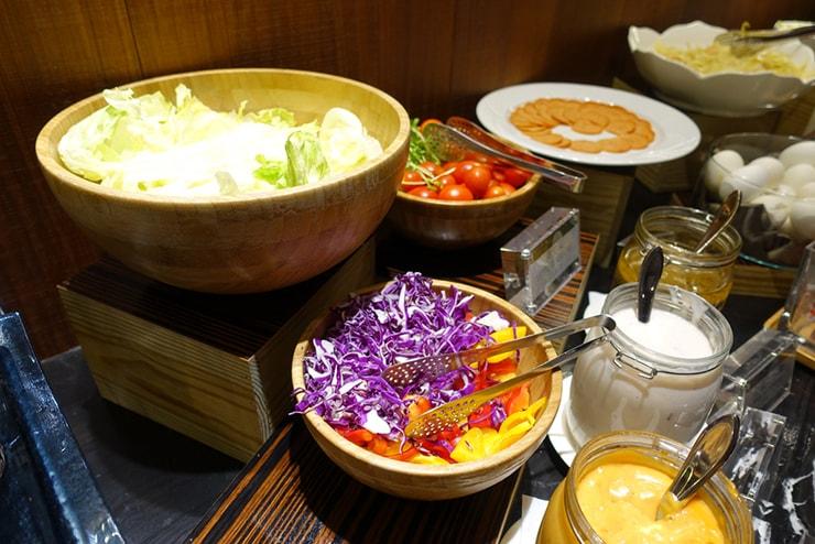 台中駅近くのおしゃれホテル「薆悅酒店 *inhouse hotel(台中館)」の朝食バイキング(サラダ)