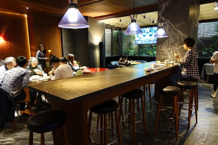 台中駅近くのおしゃれホテル「薆悅酒店 *inhouse hotel(台中館)」の朝食スペースのカウンター