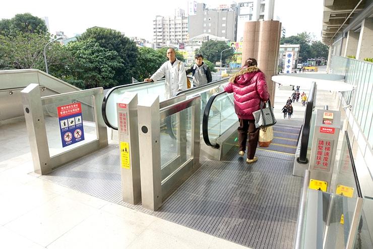 台鐵(台湾鉄道)台中駅のエスカレーター