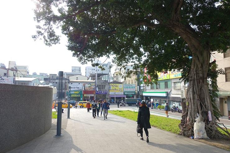 台鐵(台湾鉄道)台中駅前の道