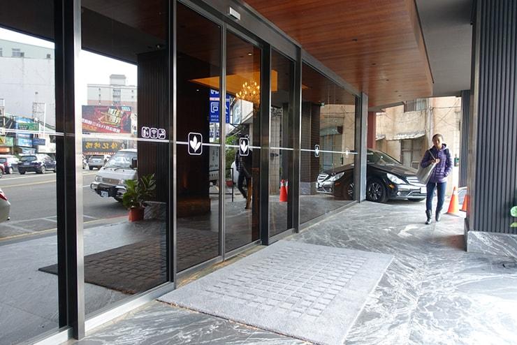 台中駅近くのおしゃれホテル「薆悅酒店 *inhouse hotel(台中館)」のエントランス