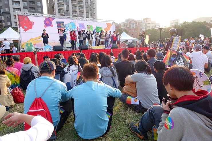 台中同志遊行(台中LGBTプライド)2016会場ステージで行われる参加団体のスピーチ