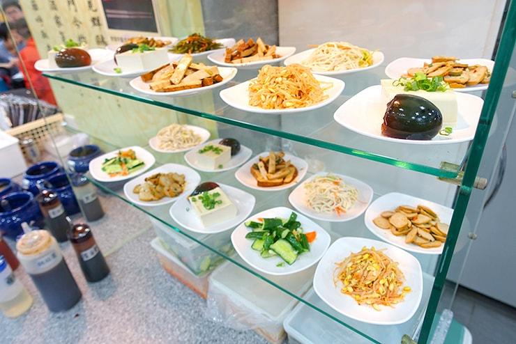 台北・東區(忠孝敦化)「頂好紫琳蒸餃館」の小菜(小皿メニュー)