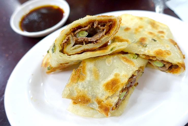 台北・東區(忠孝敦化)「頂好紫琳蒸餃館」の大餅捲牛肉