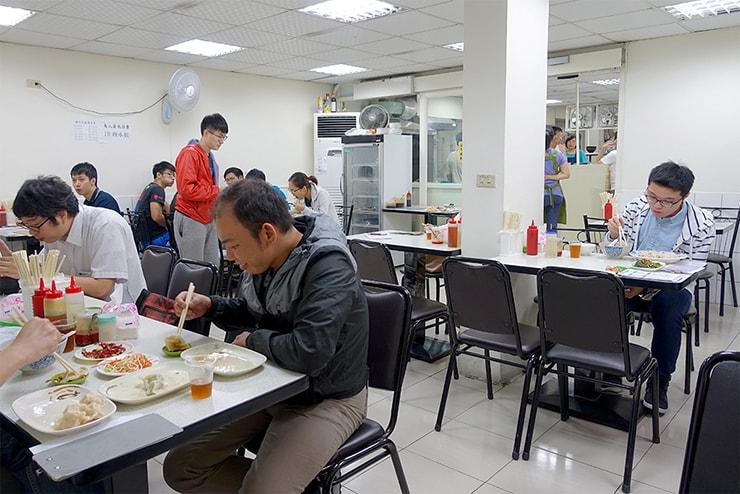 台北・科技大樓「大李水餃」の店内