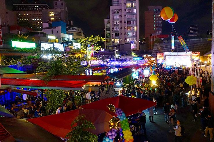 2階エリアから眺める台北・西門町2016-2017カウントダウンの会場「西門紅樓」