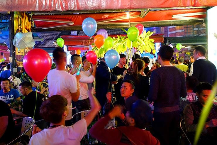 台北・西門町2016-2017カウントダウンの会場「西門紅樓」で配られる風船